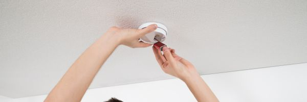 Changing the battery in a smoke detector